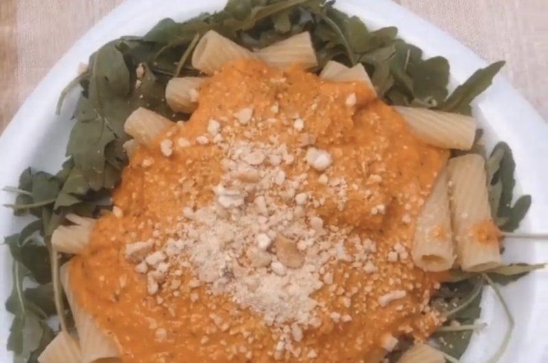Paprika-Tomaten Pasta mit Rucola